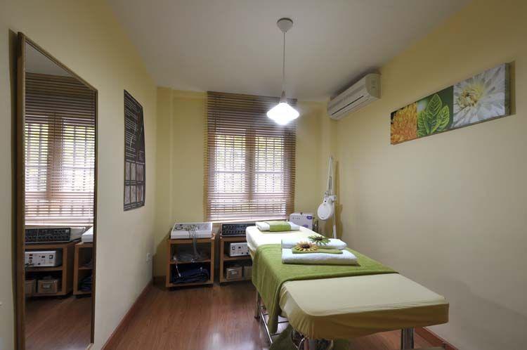 Cabina verde centro de masaje y terapias alternativas for Decorar mi centro de estetica