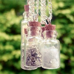 Go get your hammer and crush some rocks to make beautiful necklaces! Full tutorial here...
