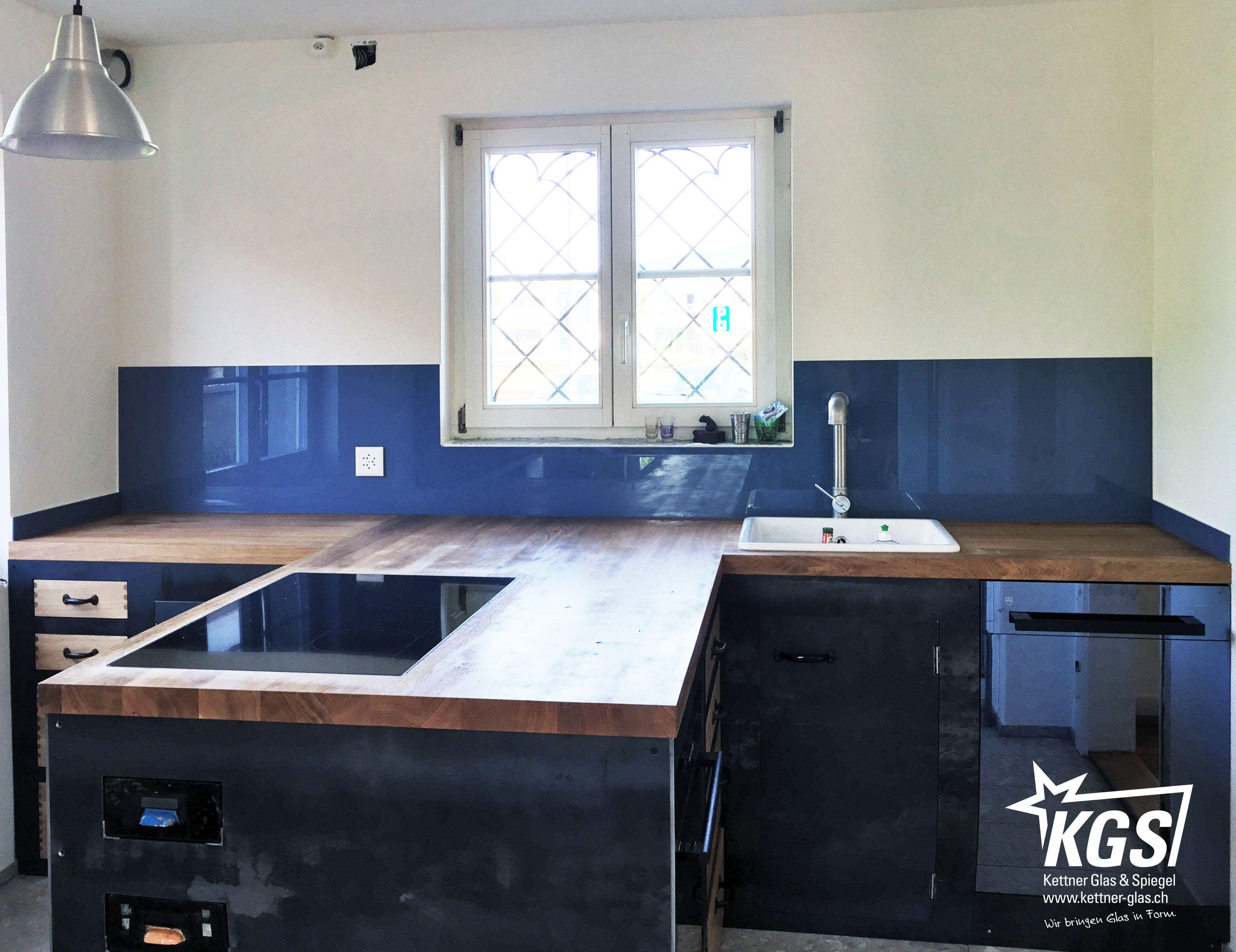 Küchenrückwand mit Randausbruch für Fenster und 2 seitlichen ...