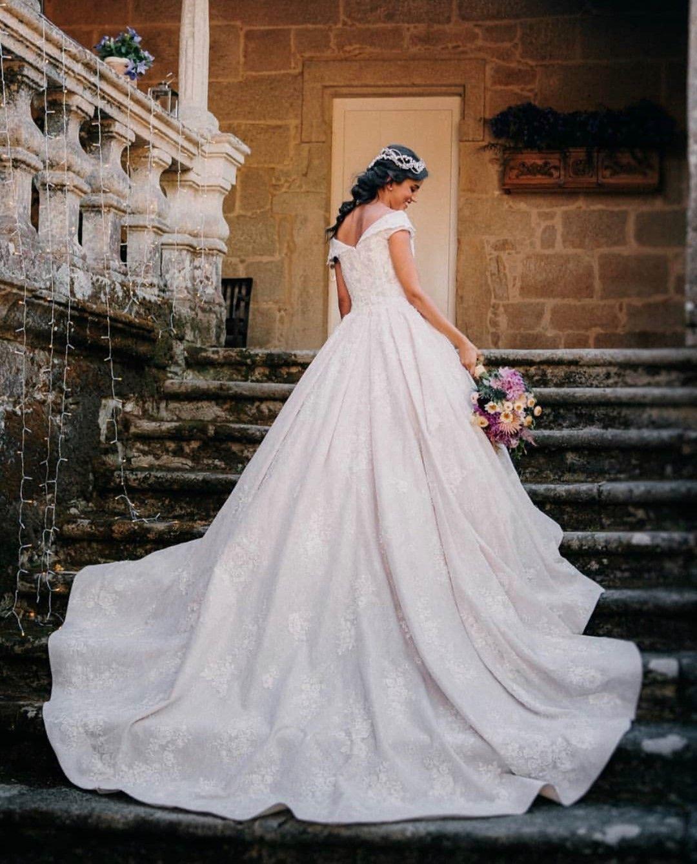 ¿Estás listo para encontrar el vestido que siempre has soñado?  Reserve su cita a través del enlace en la biografía 👆  – Boda