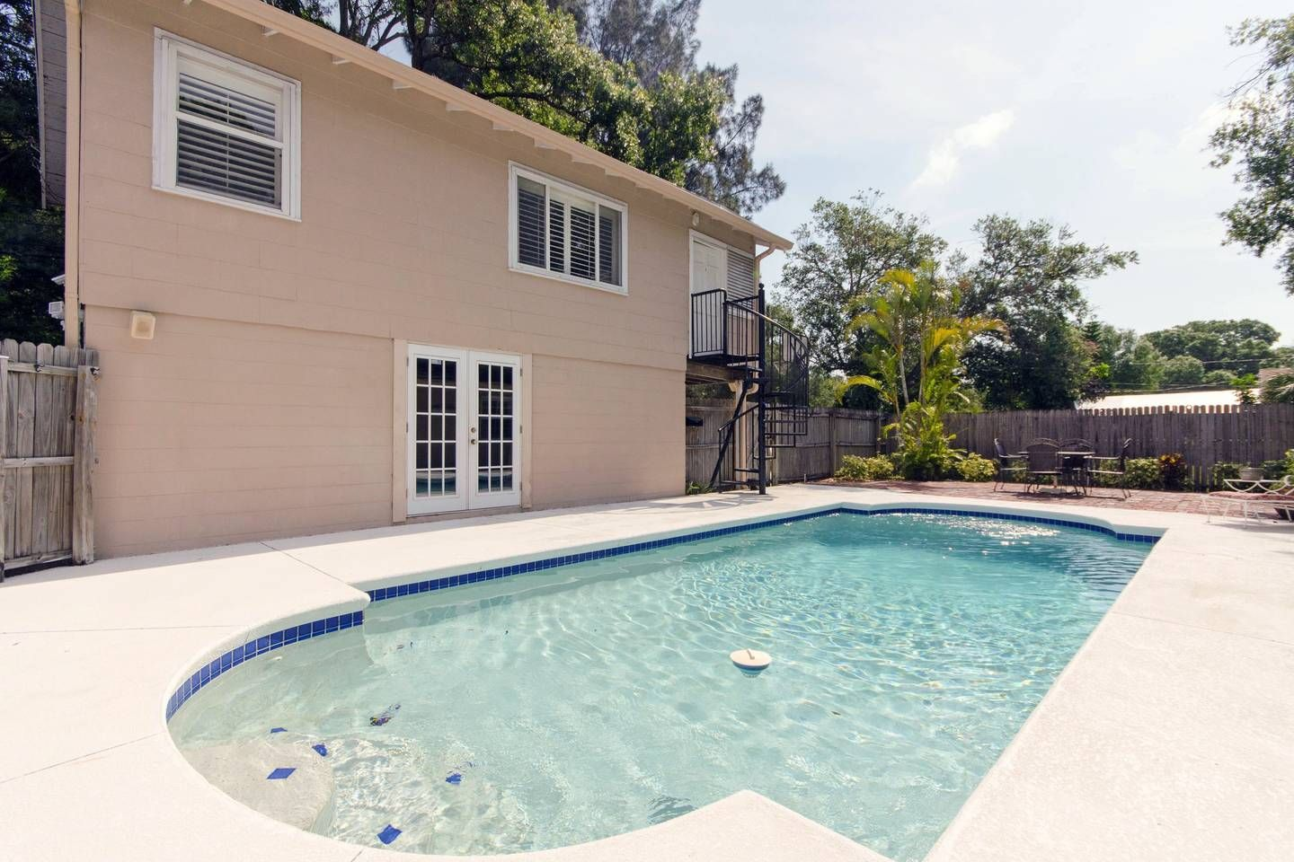 Carriage house in north st pete guesthouses for rent in