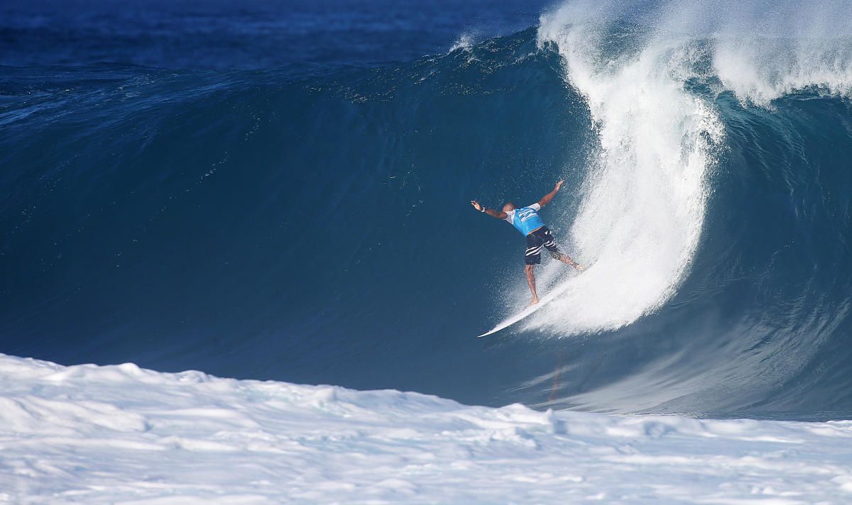 Ever wonder what fuels 11-time World Champ Kelly Slater? Check out some of his go-to snacks.