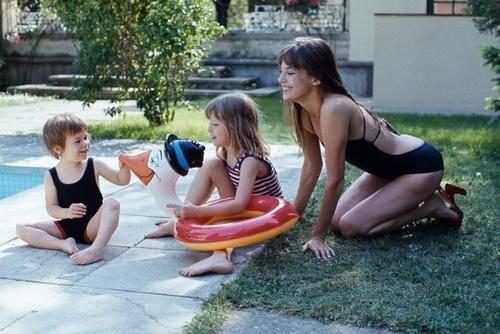 Storie-di-mamme-Jane-Birkin-Jane-Birkin-e-figlie.jpg (500×334)