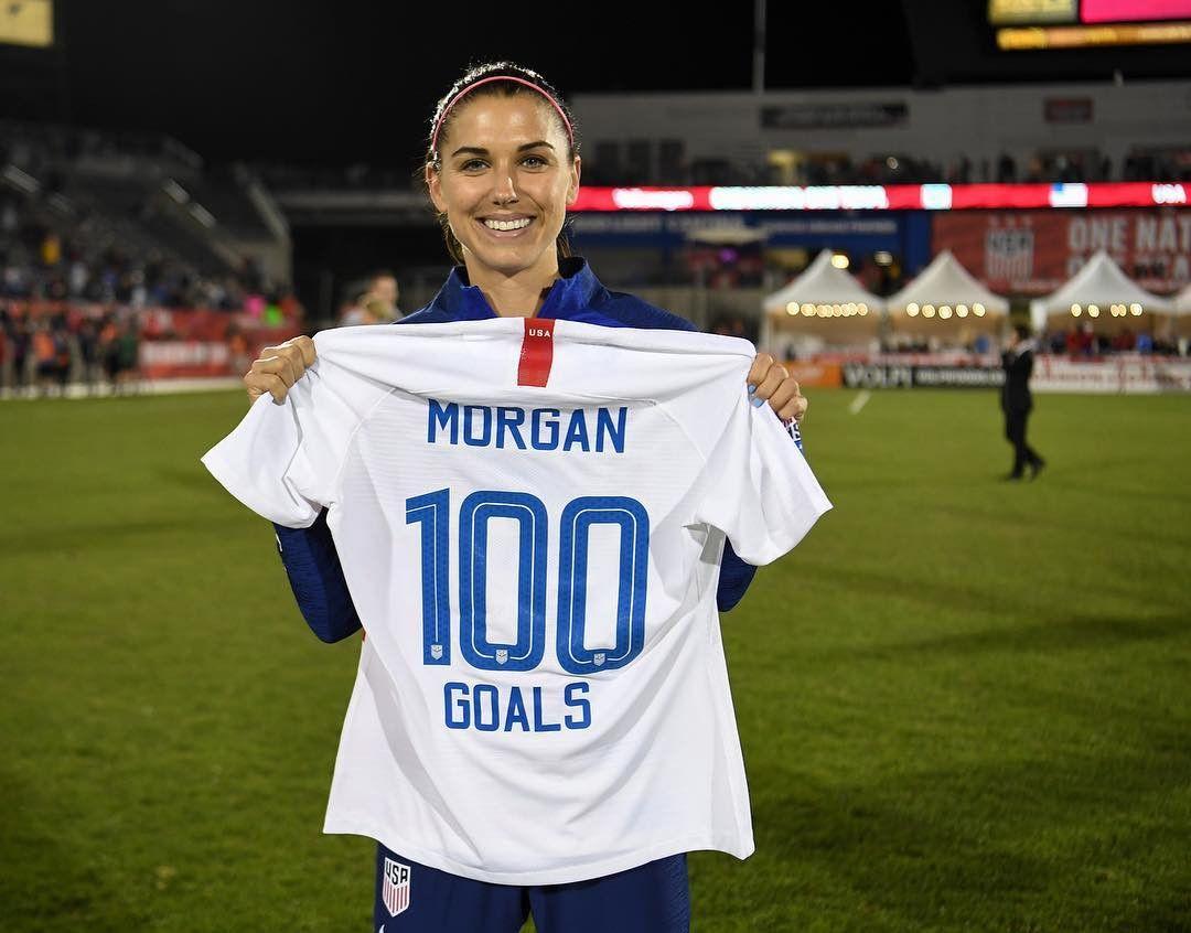 Alex Morgan, craque da seleção dos EUA, anuncia gravidez com post fofo