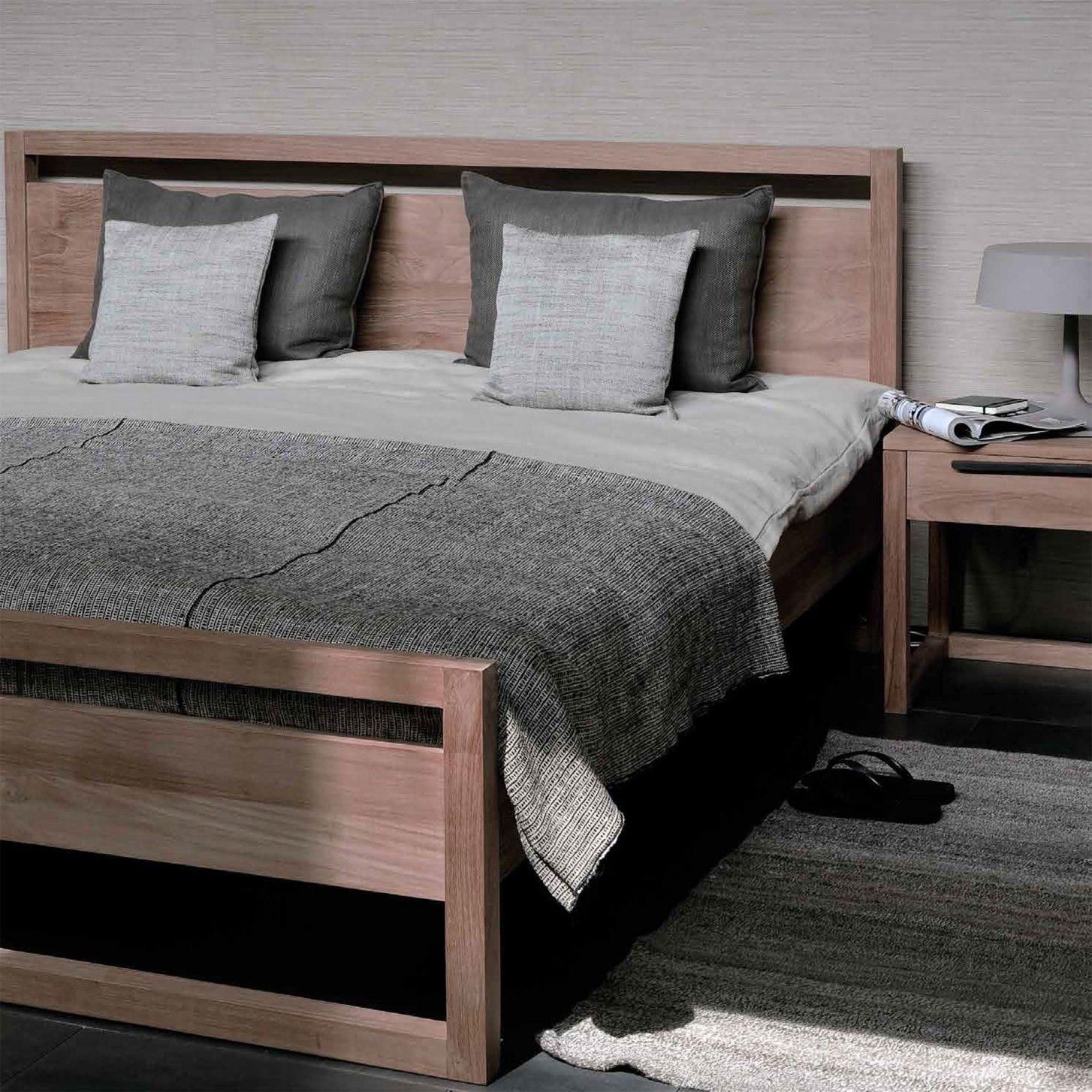 Light Frame Bett von Ethnicraft bei ikarus.de   Bed frame ...