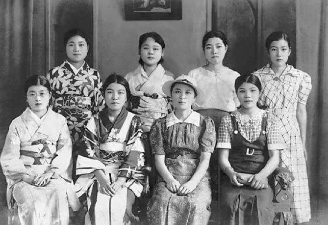 Photo studio at Ogikubo 荻窪, Tokyo 東京 - Japan - 1937 Source blog.livedoor.jp/kojimashitteiruka