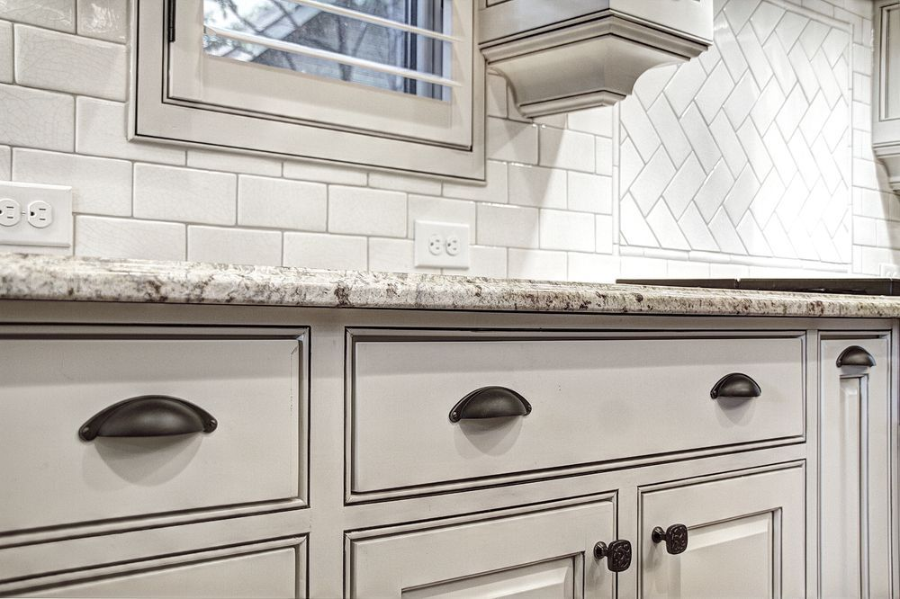 This Story Behind Off White Kitchen Cabinets With Bronze Hardware Will Haunt You Forever In 2020 Cottage Style Kitchen Off White Kitchen Cabinets New Kitchen Designs