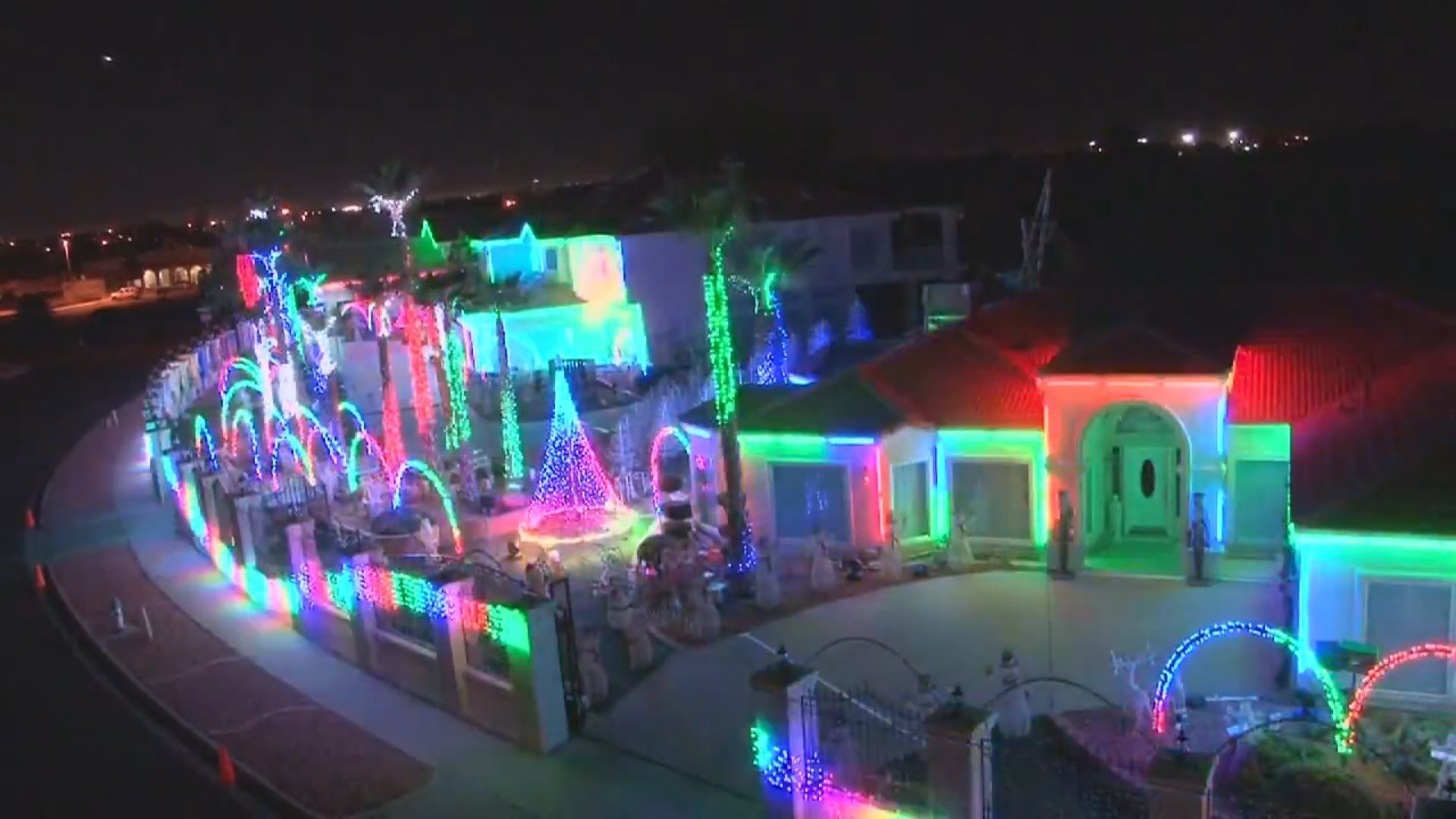 6 Of The Best Christmas Light Displays Ever!!! 4 Different Houses ...