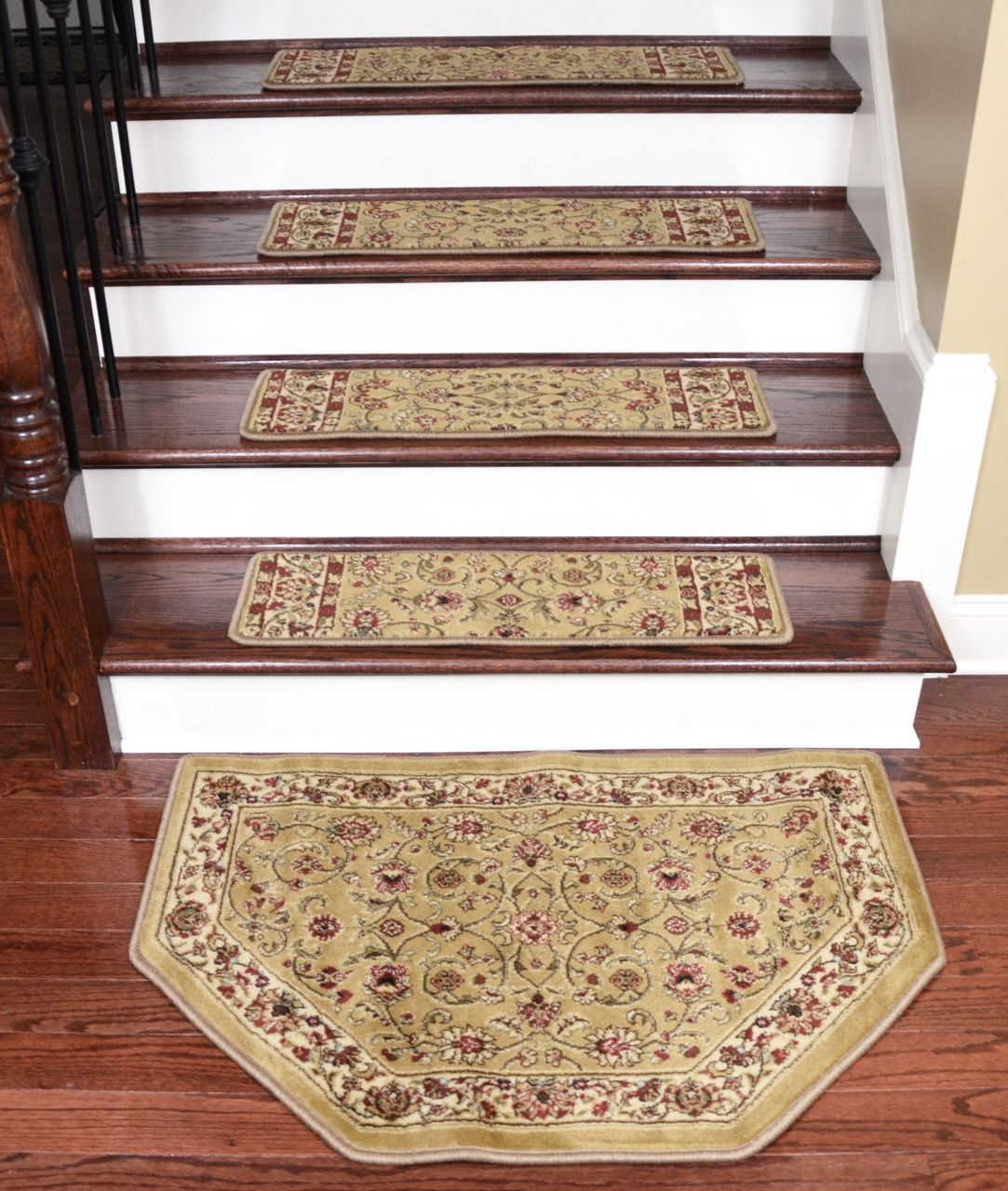 Best Dean Premium Carpet Stair Treads Classic Keshan Gold 31 400 x 300