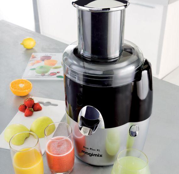 De Magimix Le Duo Plus XL is een sapcentrifuge en citruspers in één. Zowel de citruspers als de sapcentrifuge kun je direct over de as van de motor schuiven om vervolgens eenvoudig sap te verkrijgen uit groenten en fruit.