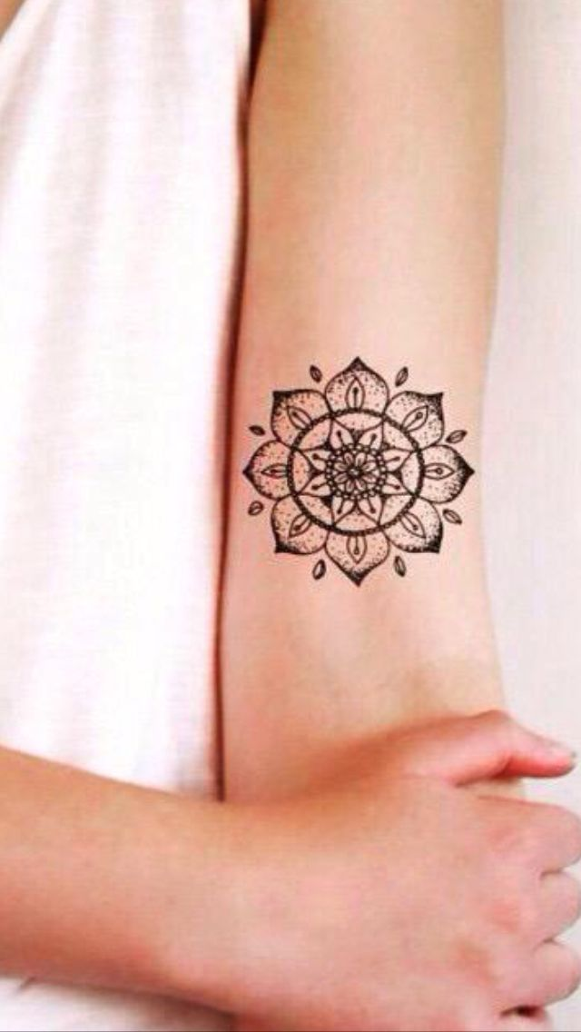 mandala lotus tattoo tattoos pinterest tatouage tatouage de lotus and tattoo cuisse. Black Bedroom Furniture Sets. Home Design Ideas