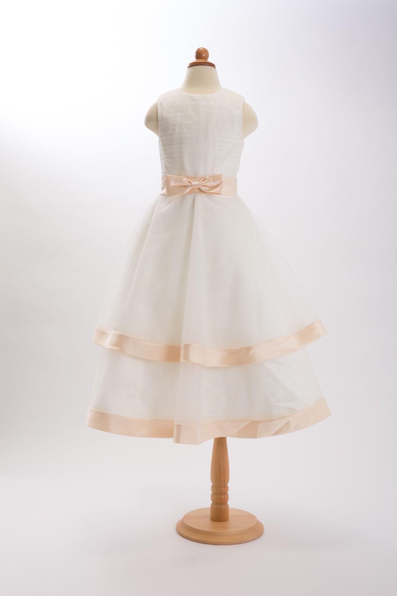 サテンリボントリミングドレス  ¥19,500(税込¥21,060)  2段になったスカートをサテンのリボンがトリミング。 波打つような立体的なシルエットを生み出します。 ホワイトチュールにシャンパンカラーのリボンが品の良いカラーリングです。
