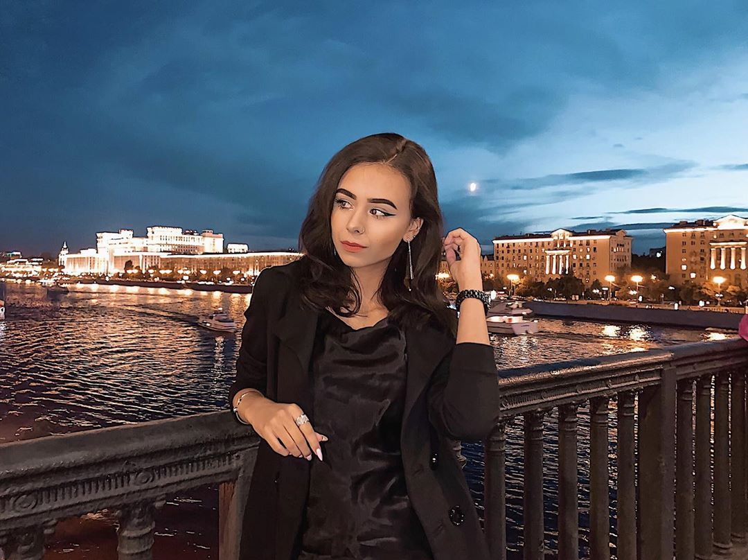 🖤 • • • #majestic_people#photographer#canonphotos#igpodium_portraits#ig_photooftheday#arbat#ig_cameras_united#dubai#eshak#oph#thelightsofbeauty#moscow#moscowcity#nikon#rublevka#мск#uae#эмираты#me#inblack#photooftheday#girl#model#модель#тпф#beauty#russiangirl#russianmodel