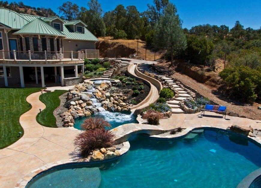 Luxus pool im garten wasserfall  Hier ist ein Park mit einer schönen Rutsche. Benutzerdefinierte ...