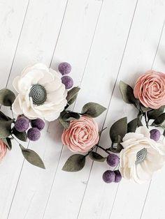 Photo of Ghirlanda floreale in feltro rosa e bianco per vivaio per bambina – Ghirlanda di fiori in feltro – Decorazioni per baby shower rosa e viola – Ghirlanda per il primo compleanno