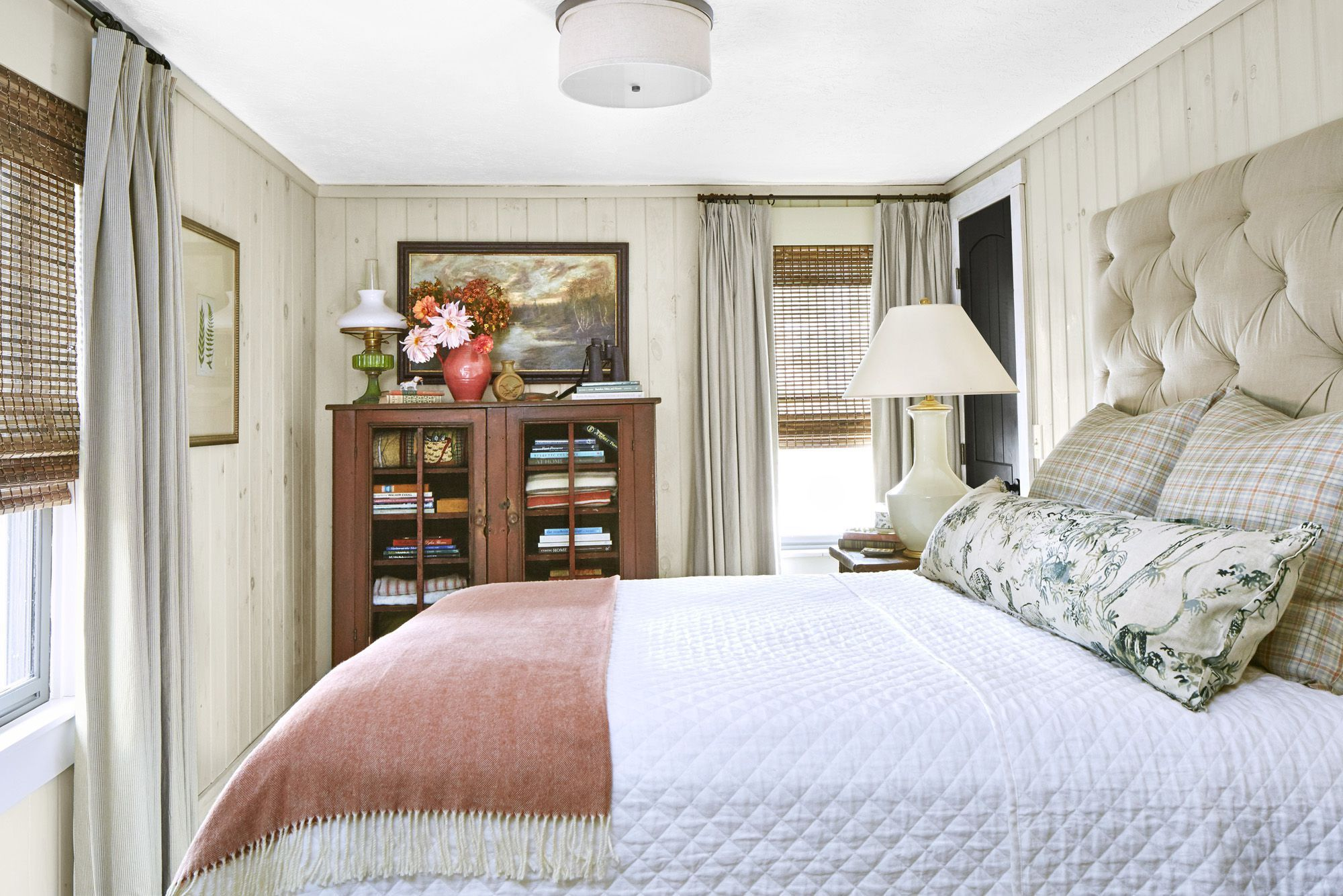 This Cozy Bedroom Décor Will Make You Want to Stay in Bed