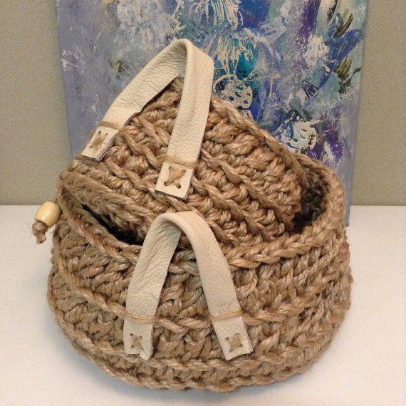 Jute Baskets with Leather Handle por DollmaDesign en Etsy