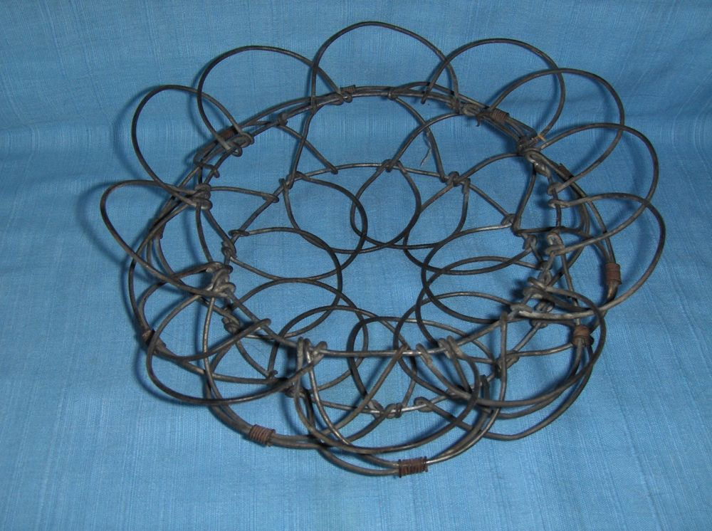 Vintage wire egg basket - folds flat for storage - small size - nice ...