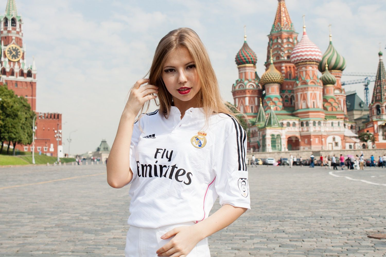 premium selection a0eac ac002 Real Madrid girl pure beauty. Real Madrid girl in Moscow ...