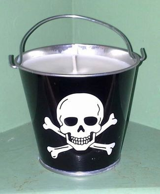 Pirate Candle Oakmoss and Amber Soy Candle by MaidenLongIsland  #holidayshop #etsysale #etsyseller #givingtuesday #etsy  #giftshop #holidaygiftguide #handmadeholiday #stockingstuffer #cybersales #happyholidays #homefortheholidays #handmadehome #etsyholiday #etsywedding #etsygifts #etsyhome #pirate #skull