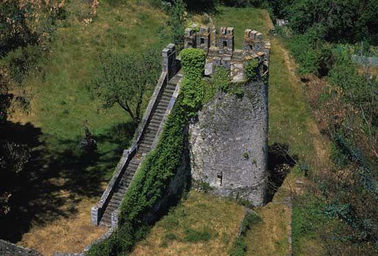 Torreon de la #Fortaleza de #Sarria, s. XIII y destruida por los ...