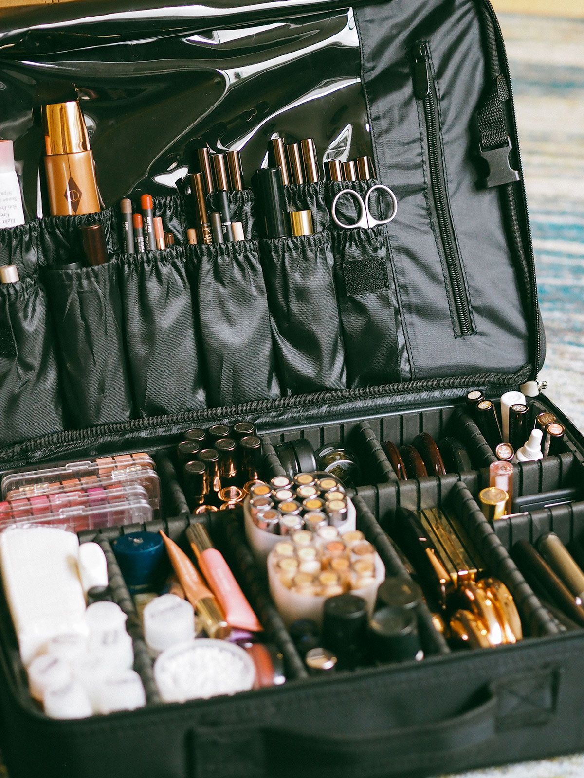What's Inside My Pro Makeup Kit - Harry Makes It Up