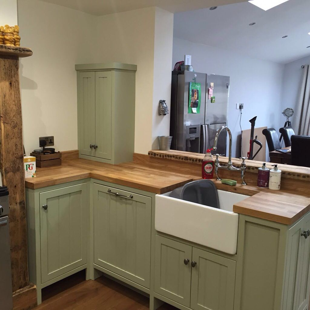 Handmade fitted kitchen farrow and ball vert de terre for Fitted kitchen cabinets
