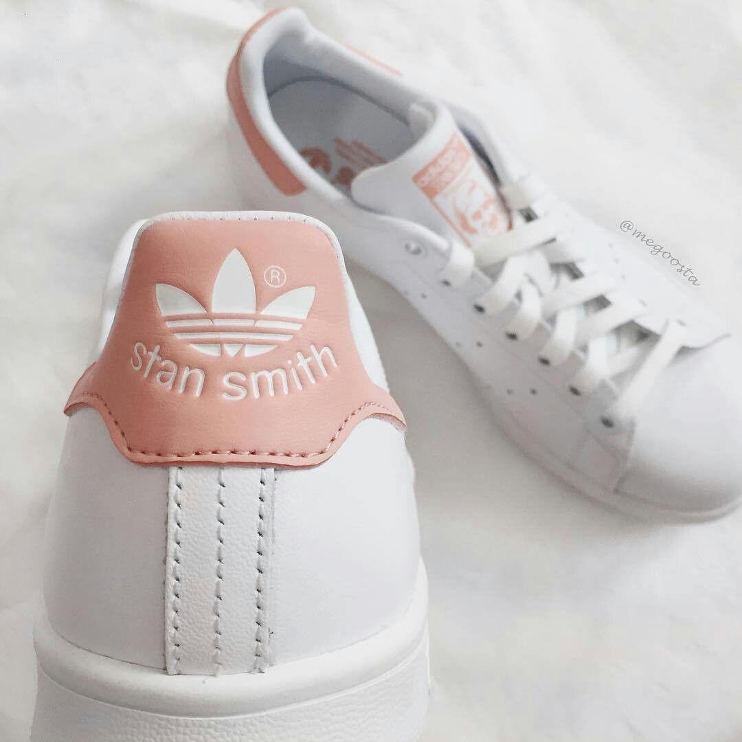 Imagem por Lara Silva em Adidas | Sapatilhas adidas stan smith