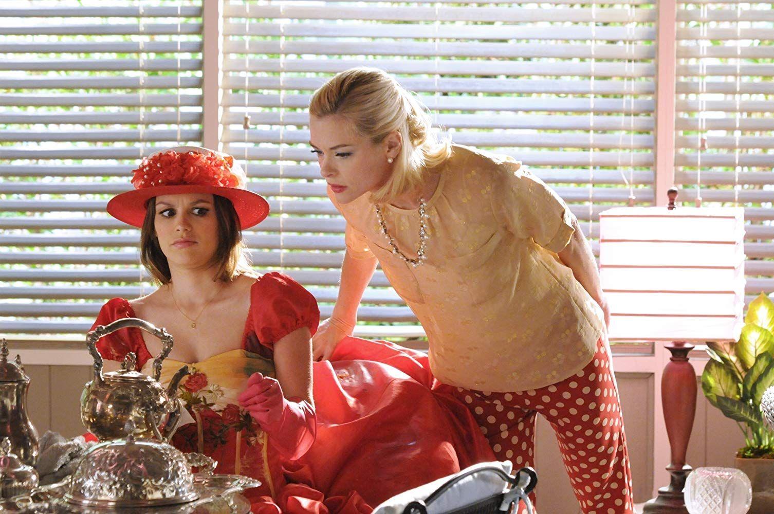 Jaime King and Rachel Bilson in Hart of Dixie (2011)