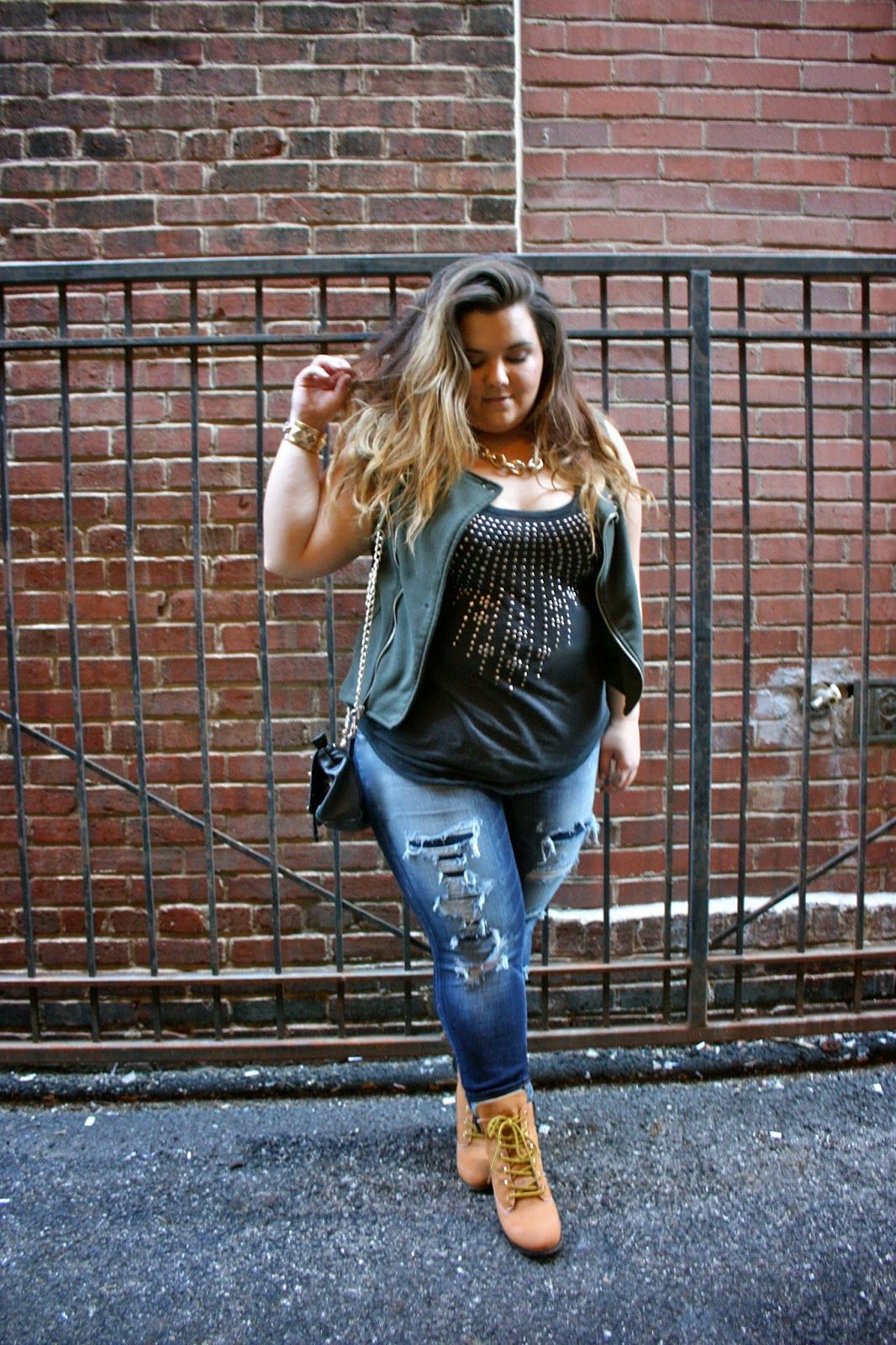 American Eagle, curvy girl, destroyed denim, fashion blogger, gold ...