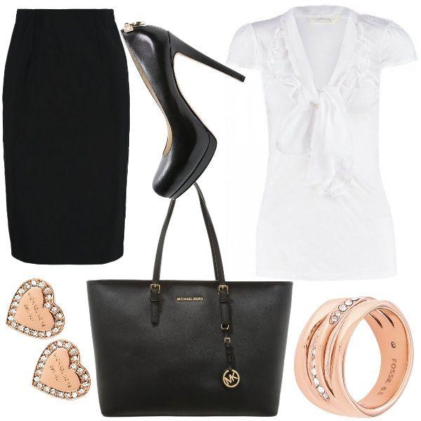 Outfit tipicamente da donna in carriera caratterizzato da gonna a tubino  nera ca03ef7b246