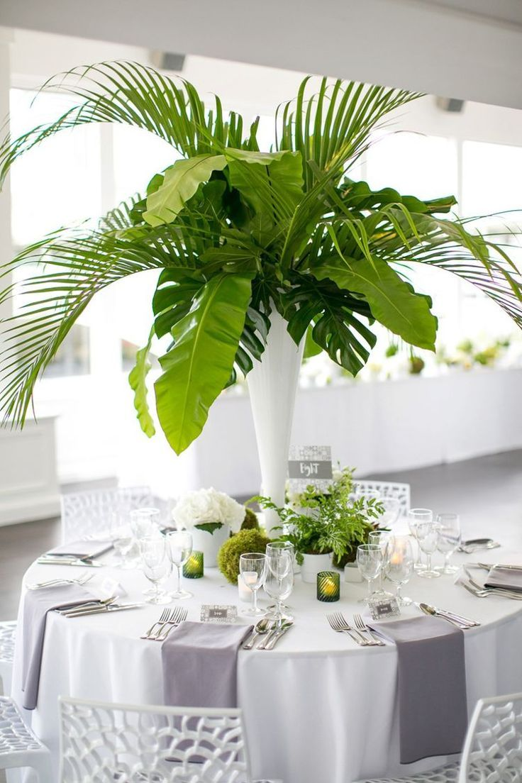 Palm fronds party decoration banana leaves centerpiece for Contemporary table centerpieces