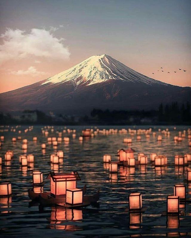 Lantern festival on Kawaguchi lake with Mt Fuji in background 🏮🗻 . . . . . . . . . Credits: @itsyourjapan