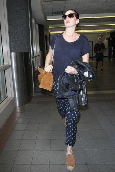 Anne Hathaway Photos - Anne Hathaway Is Seen at LAX - Zimbio