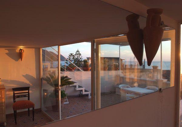 1 terrazzo attrezzato e un terazzo-solarium attrezzato sovrastante ...