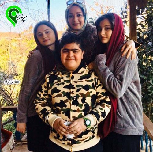 ابوالفضل رجبی به همراه نسرین نصرتی و سارا و نیکا فرقانی Persian Girls Girl 90 S