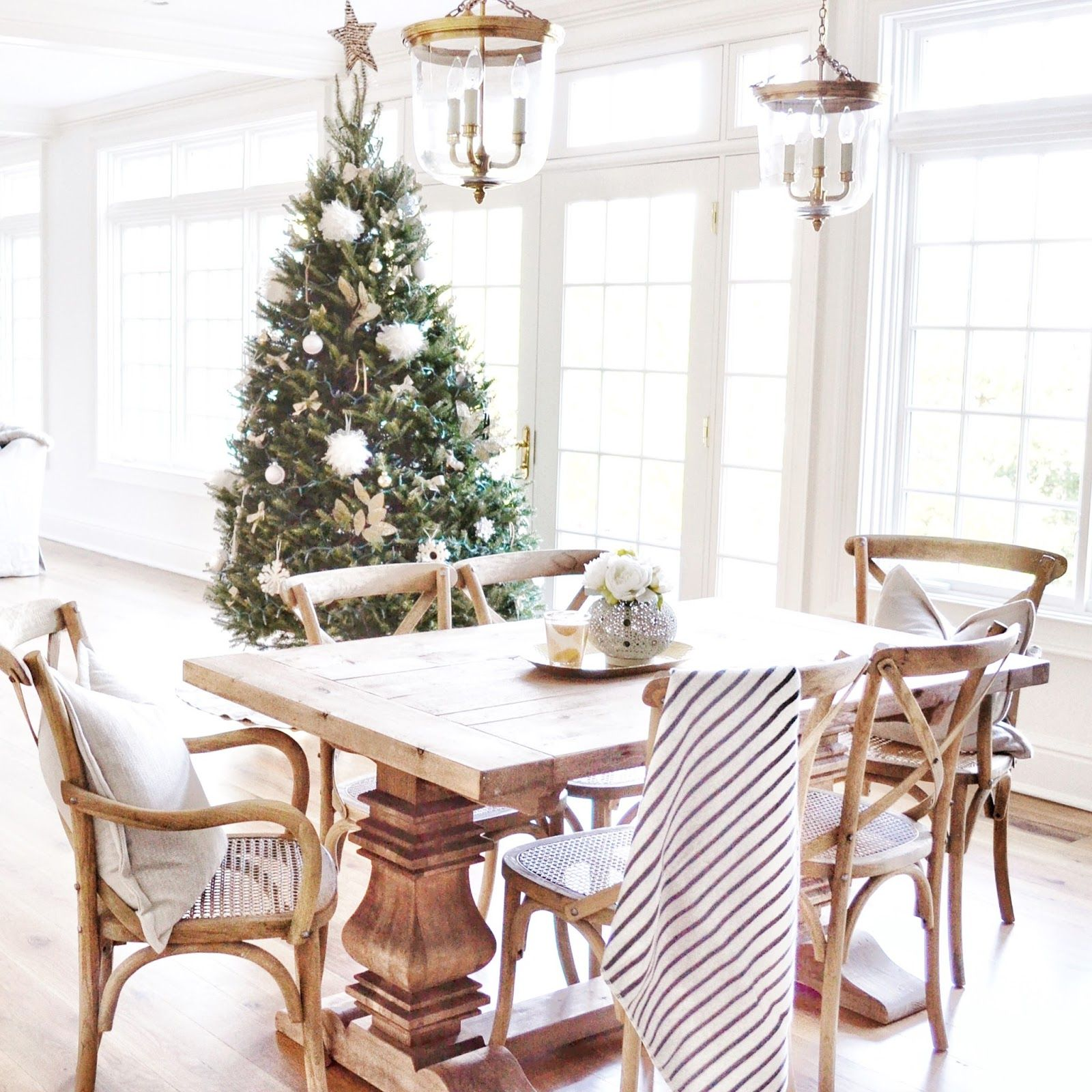 The Most Gorgeous Holiday Tour: Home Sweet Hillcrest | Neutral ...