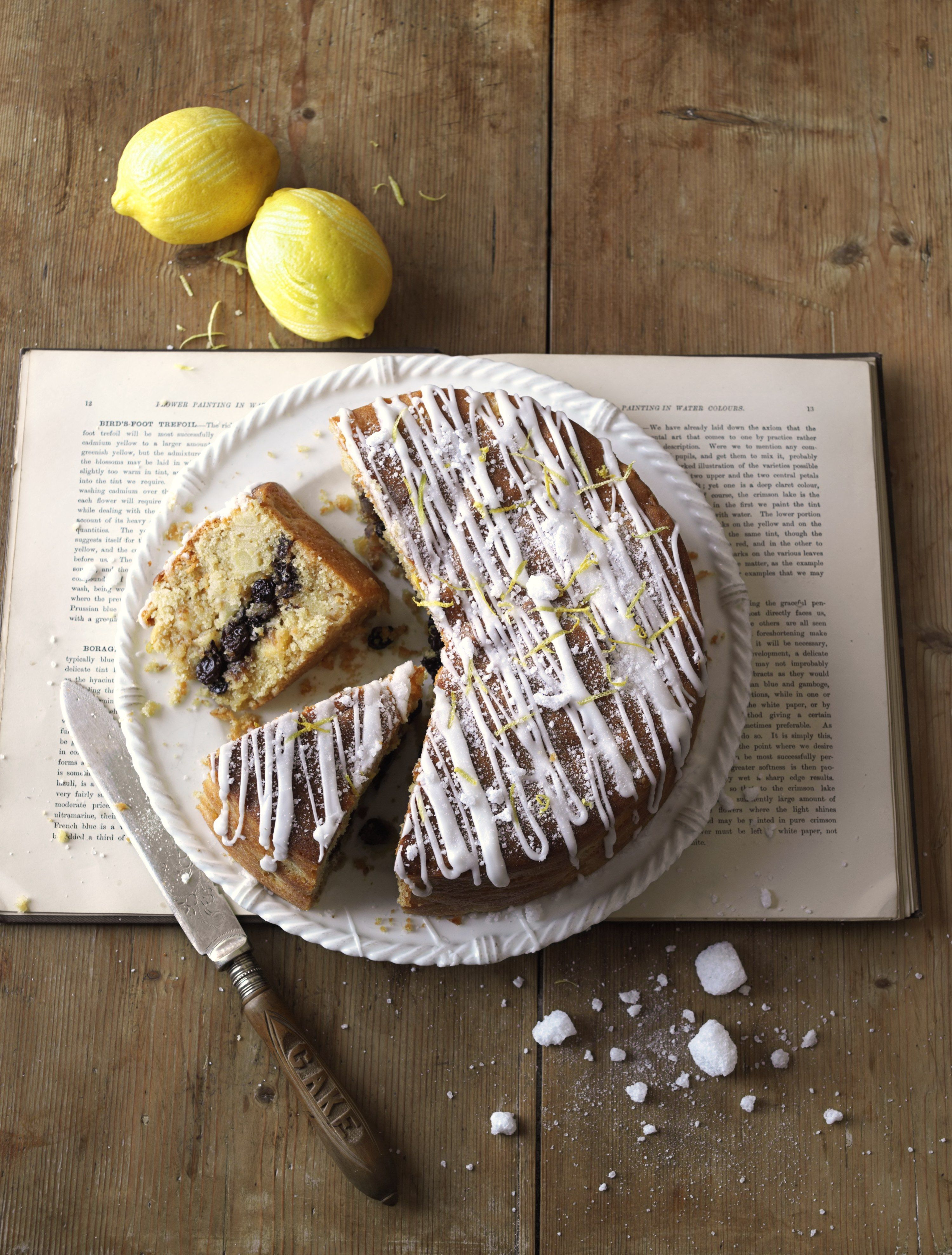 With a middle layer filling of raisins, currants, cinnamon and mixed spices, this cake is literally full of flavour! Plus, it has a zesty, icing sugar top.