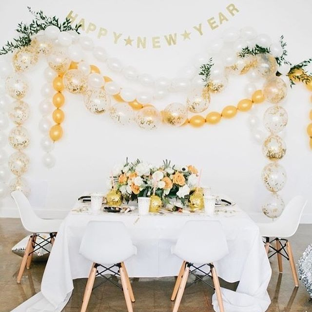We had this modern #NYE party up on @100layercakelet last week, but it was just toooo good not to share more details. Take a peek on the blog today >  Styling/Design: @beijosevents | Photographer: @meganwelker | Tabletop/Decor/Balloon Install/Venue: @wildchildparty | Floralist: @honeycombaffair | Invite/Resolution Cards/Place Cards @twinkleandtoast | Desserts: @sweetnsaucyshop | Champagne: @onehope