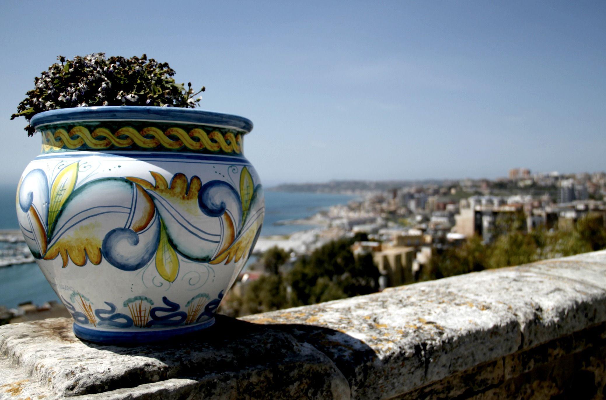 Italian ceramics sciacca sicily sicily italy for Arte arredi sciacca