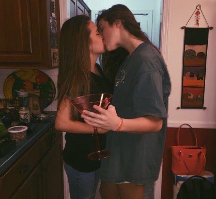 αμφιφυλόφιλος γυναίκα dating app κάνουν 18 ετών πάνε σε ιστοσελίδες γνωριμιών