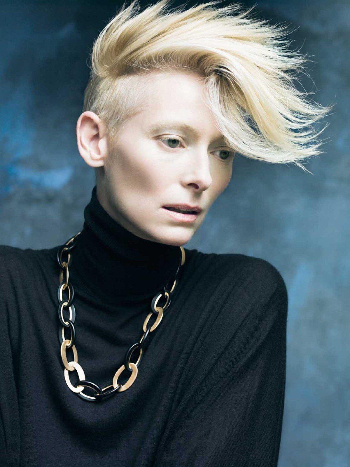Tilda Swinton, nouveau visage de Pomellato Cheveux