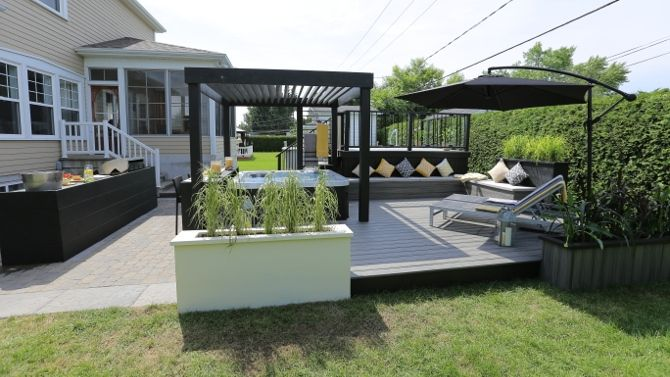 Amenagement Exterieur Autour D Un Spa Lounge Salon Cuisine Exterieure Patio Backyard Patio Backyard Layout