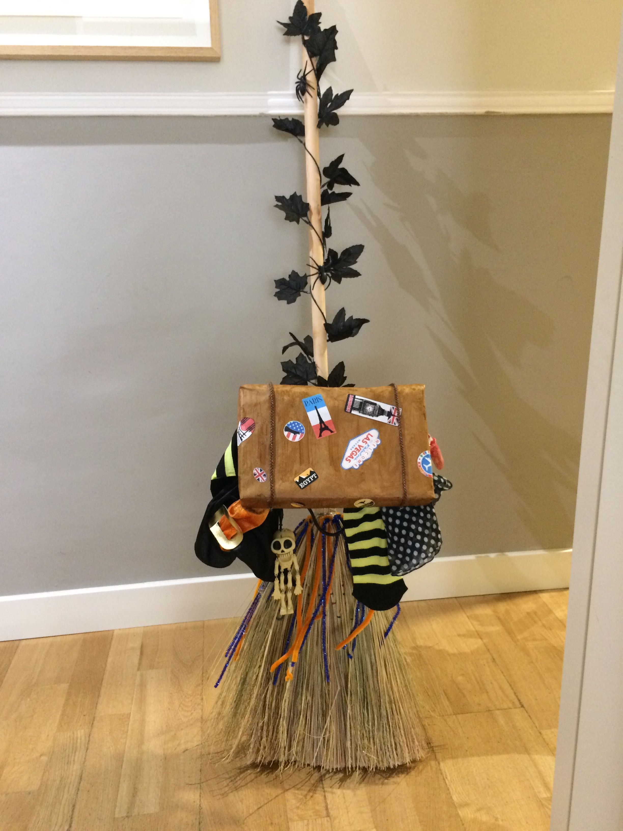 DIY escoba bruja para Halloween  b4dd48f4bbf