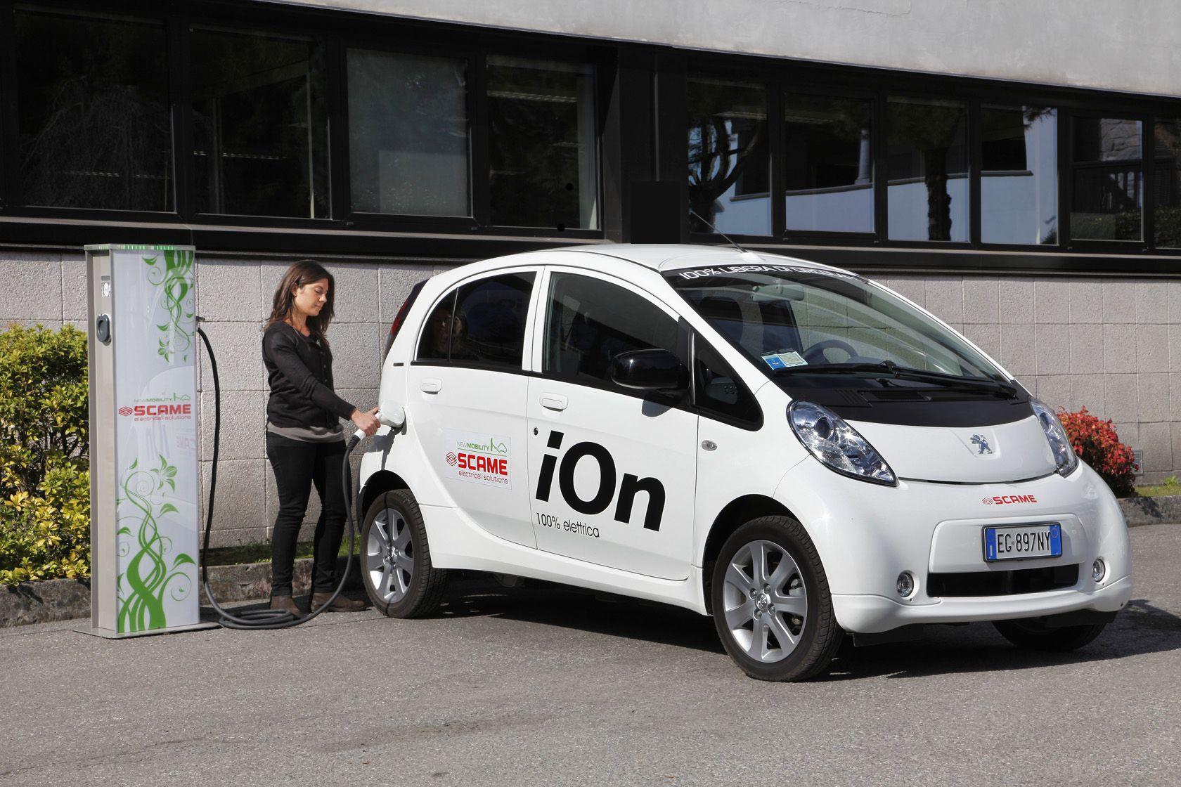 Ricarica Auto Peugeot Ion 100 Elettrica Con Colonnina Di Ricarica
