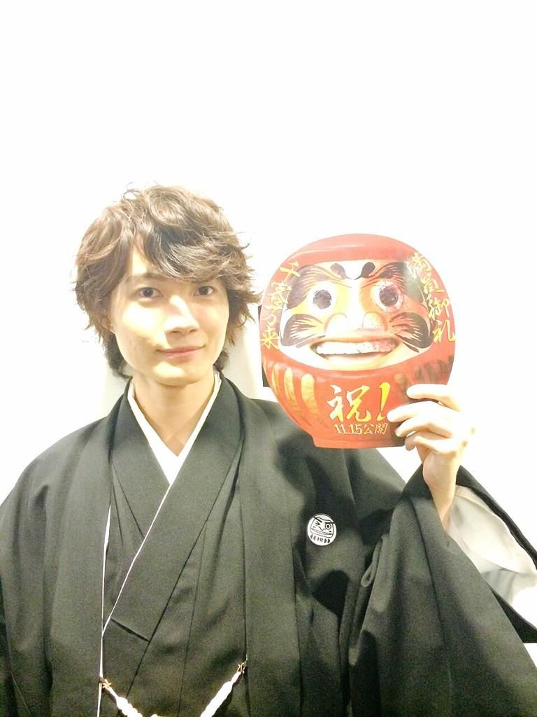@kamiki_official  ·  Nov 4 映画「神さまの言うとおり」完成披露舞台挨拶が終了しました!今日は袴を着させて頂きました。公開日まであと少し!楽しみにしていて下さい! スタッフより