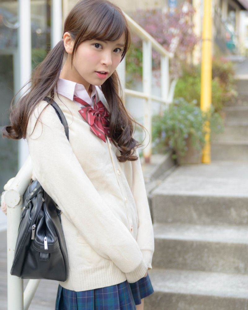 穿著格子裙的 #制服美少女》#Cute #Girl #Pretty #Girls #漂亮 #可愛 #青春活力