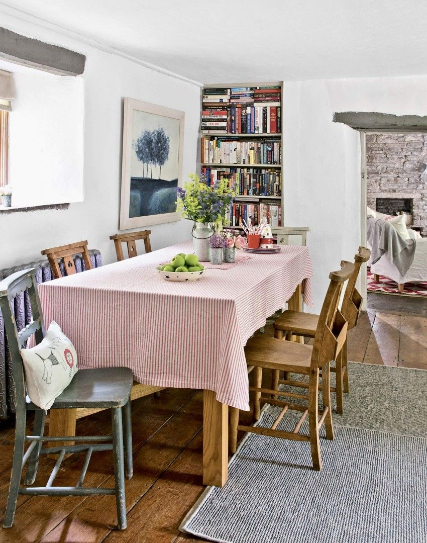 Relaxed Country Dining Room With Alcove Shelving