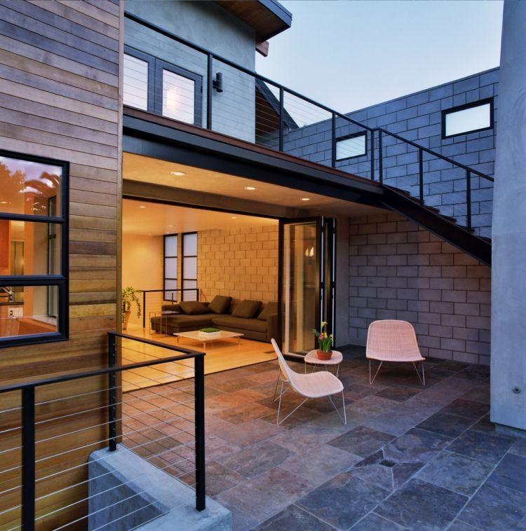 treppe vom balkon zur terrasse und sitzbereich unten. Black Bedroom Furniture Sets. Home Design Ideas