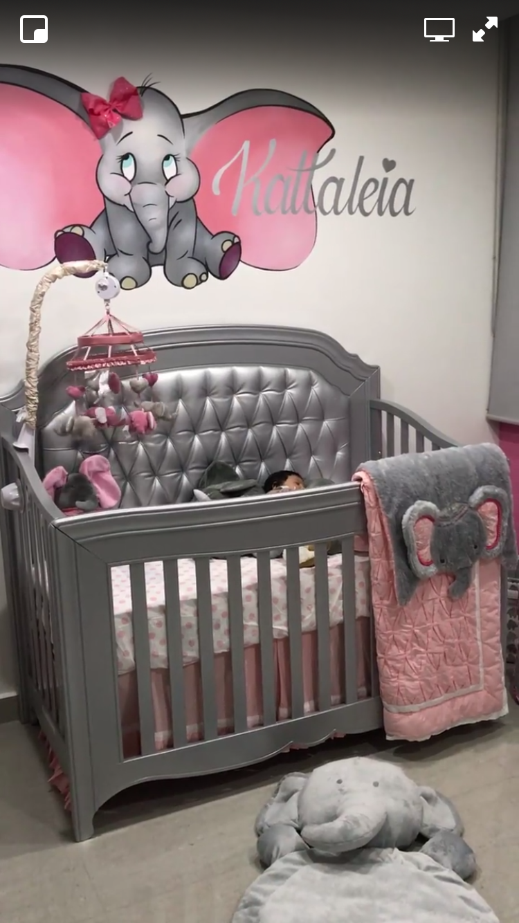 Love The Dumbo Painting And Blanket Baby Nursery Themes